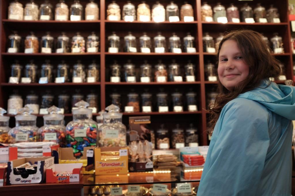 In the candy store Het Oud-Hollandsch Snoepwinkeltje.
