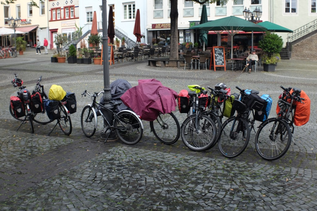 Some other cyclists decide to sit out the rain too