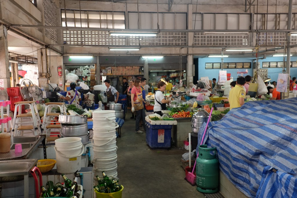 A view of the wet market on Soi 20.