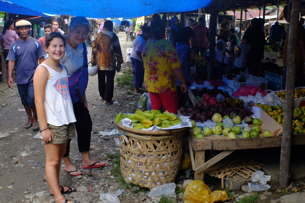 The weekly market at Bukit Lawang