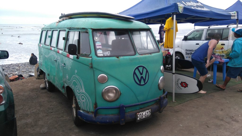Classic surf van. Lots of old VWs here.
